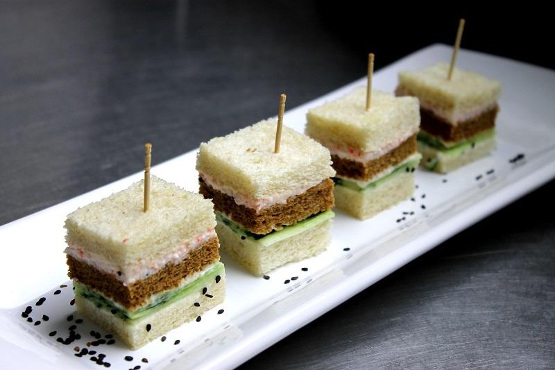Mini miga de kani, creme de wasabi e gergelim