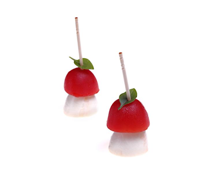 Stick de mussarela de búfala e tomate cereja